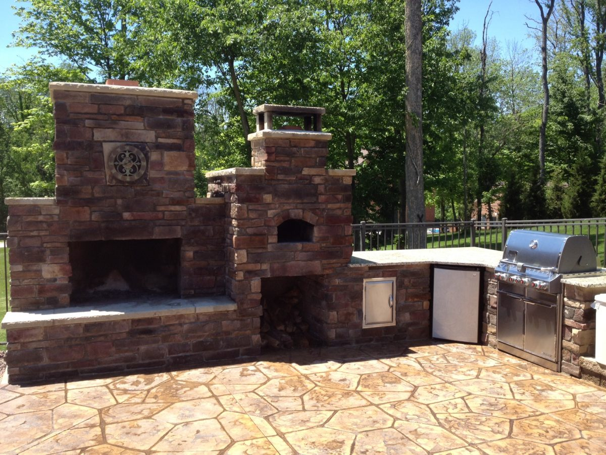 DIY Outdoor Fireplace and Pizza Oven Combos