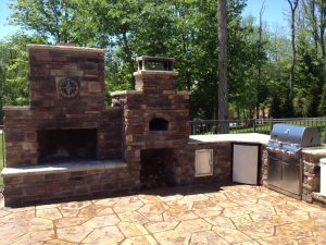 #outdoorfireplace #outdoorliving #fireplace #diy #outdoorcooking #masonry #outdoor #backyardflare #backyardideas #outdoorkitchen #pizzaoven